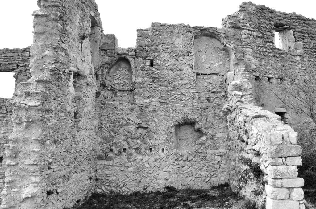 castle saint saturnin les apt