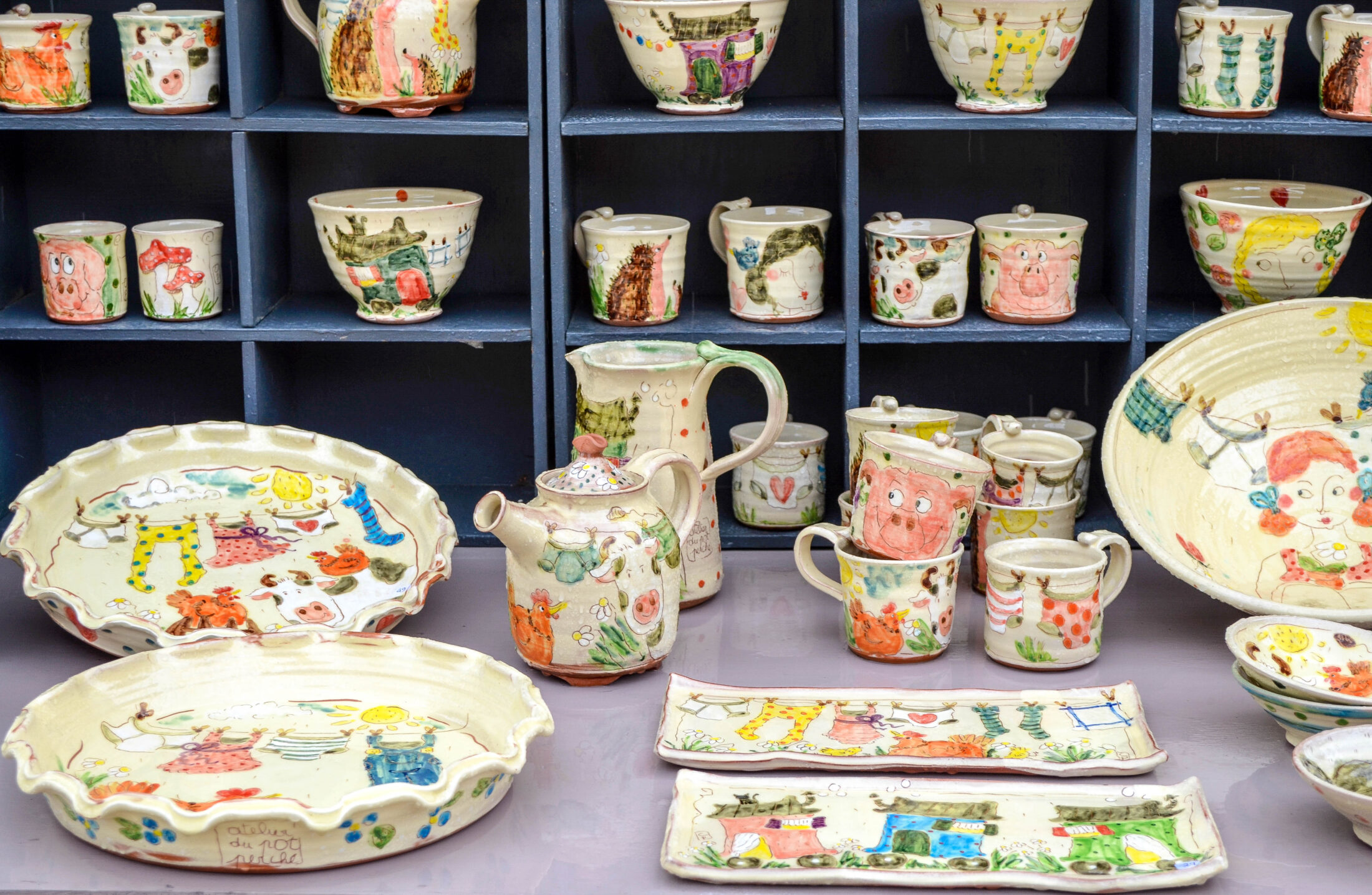 I find the French have more appreciation for handmade pottery. There are many artisan pottery stores here and it seems to be a respected way to earn a ... & Easter Bonnieux Pottery Market - Curious Provence