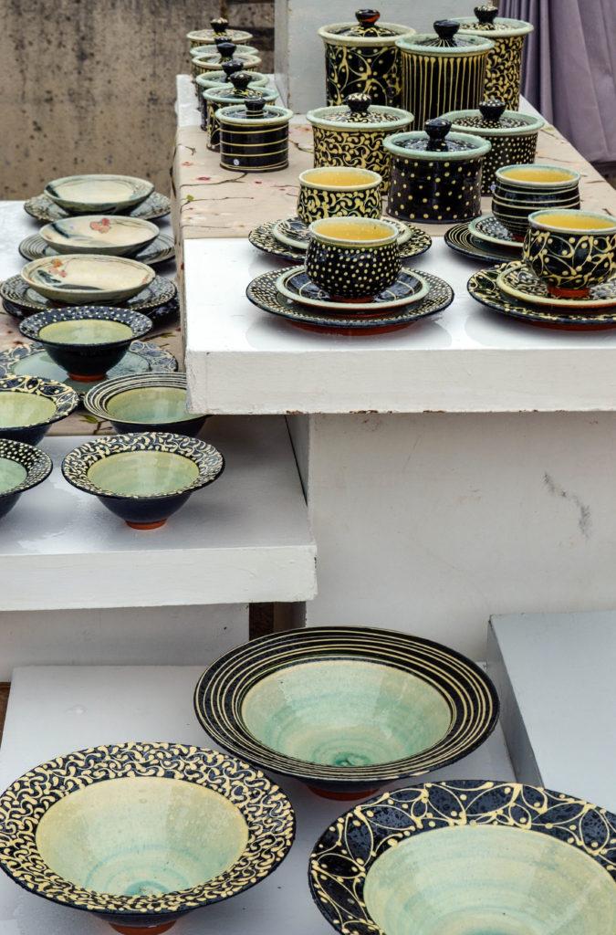pottery art market