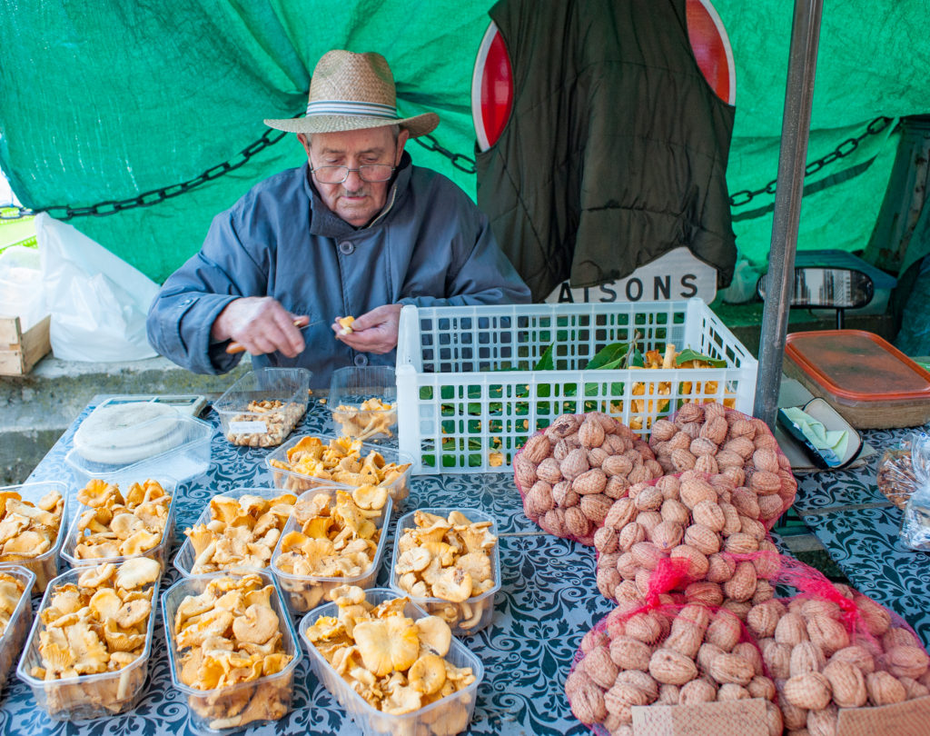 bergerac market by curious provence