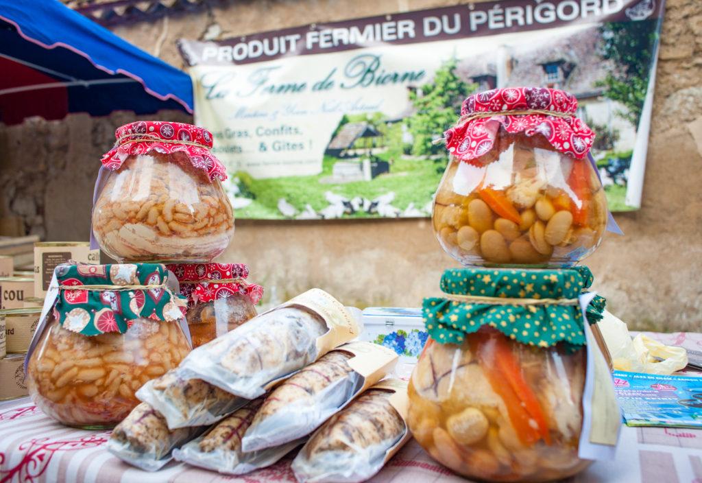 Bergerac market curious provence
