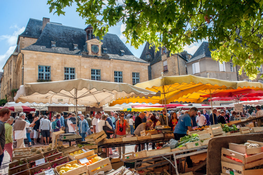 sarlat market curious provence
