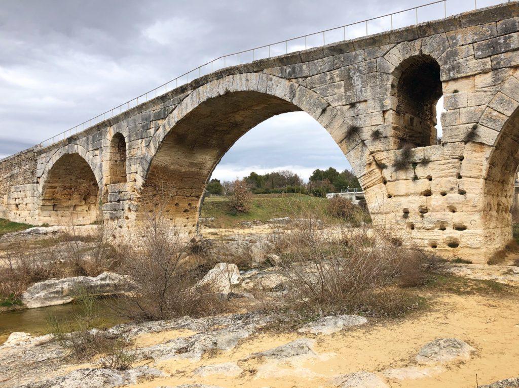 Pont Julien curious provence