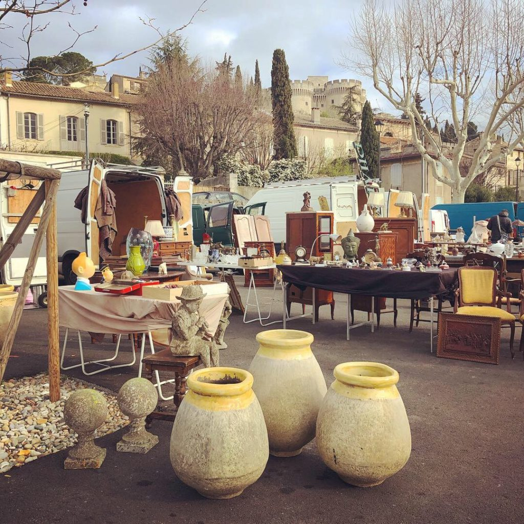 flea markets during winter in provence